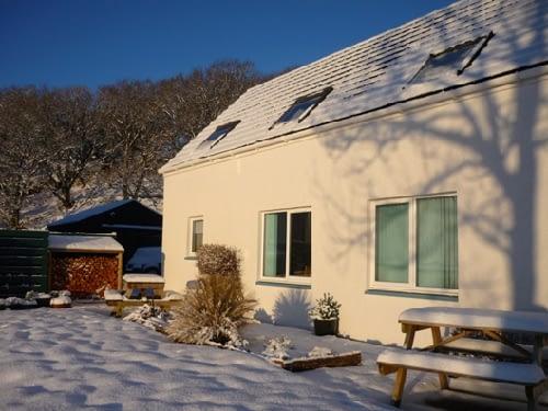 Ceomara Highland Cottages in Snow